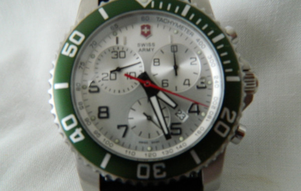 Swiss Army Victorinox SS Case Men's Watch & Green Enamel Bezel Ring